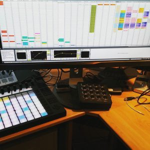 Extra_large_screens_for__ableton._No__track_limit________musicproduction